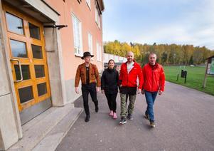 Victor Larsen och Satu Saranpää, fritidsledare, samt Micke Djupenström och Robert Wärn, nattvandrare. De vill öka tryggheten för ungdomarna i Fagersta.