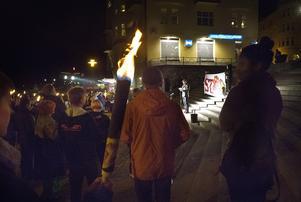 I torsdags marscherade många till Marenplan för att Södertälje teateramatörer ska få vara kvar på Sagateatern.
