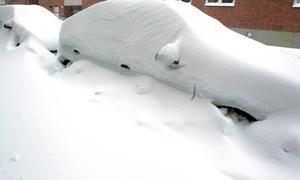 Det kom mycket snö under torsdagsnatten och fredagsmorgonen. Ovädret orsakade stora förseningar i tåg- och busstrafiken och problem på vägarna.