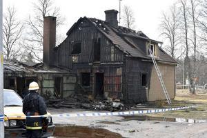 En villa i Särna, Älvdalens kommun, blev totalförstörd i en brand den 11 april.