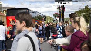 En olycka under natten till tisdag orsakade ett omfattande växelfel vid Södertälje syd. Sedan dess har det varit stopp i tågtrafiken mellan Södertälje syd och Nykvarn i båda riktningarna.