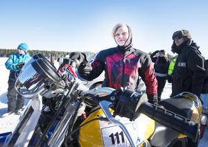 Lina Erikssons mål är att komma upp i 200 knyck. Men det blir på nästa hoj hon bygger.drömmer