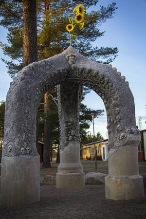 Krokana står på Gärdeåsskolan i Ljusdal och är Diana Anderssons senaste verk.