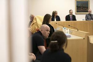 Rättegången mot åklagaren, som nu även begärts häktad för en ny barnvåldtäkt, fortsätter på onsdagen,