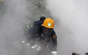 Redan när brandmännen kom på plats var huset övertänt.FOTO:LEIF OLSSON