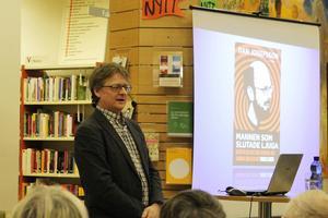 Journalisten Dan Josefsson när han berättade om vad han kommit fram till och skrivit i boken