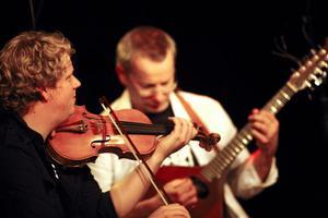Jon Holmén och Ola Bäckström i FMH-trio.