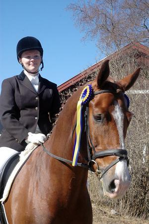 För åtta veckor sedan fick Jättendals Anna Nordström Lööf barn, och för tre veckor sedan kunde hon börja om att rida. I lördags vann hon första omgången av Hälsingecupen.