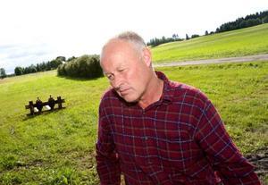 """""""Det pågår en enorm expansion av oljeplantager där stora bolag utvinner palmolja för att vi ska känna oss miljövänliga genom att köra miljödiesel  i västvärlden"""", säger lantbrukaren Jan Moberg på Rödön. Foto: Håkan Luthman"""
