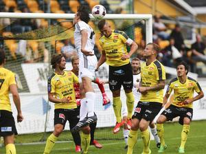 Arkivbild: ÖFK:s senaste möte med Mjällby i Superettan år 2015.