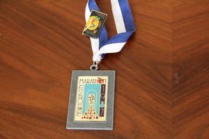 """Minne. Den här medaljen fick Kari då han i New York kom på plats 674 av 21 000 deltagare. """"Då var jag 23 år"""", säger han."""