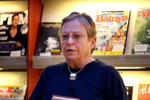 Journalisten och författaren gästade Bollnäs på tisdagskvällen och berättade om några av sina böcker. Det handlade främst om strävhåriga taxar och om Jussi Björling.