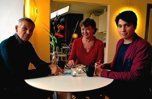 Gunilla Lundberg, som driver IT-guide, och koordinatorn Adel Mojtahedi.Arkivfoto: Samuel Borg