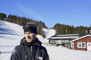 I morgonen, fredag, öppnar Bjursås Ski Center för vintersäsongen. Per Kempe, VD för Bjursås Ski Center.  Fotograf: Claes Söderberg
