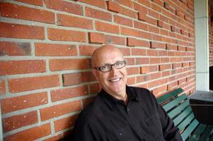 Lars Skytt, ledamot i distriktsstyrelsen för Uppsala län och tidigare kommunalråd i Älvkarleby, tycker det är fel med hemlighetsmakeriet kring nya S-ledaren. Han kan därför inte avslöja vilka sex namn som hans distrikt lämnat till valberedningen.