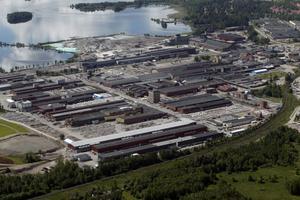 Det fanns planer på en ny bro över järnvägen och in till Sandviks industriområde, men bygget skjuts på framtiden.