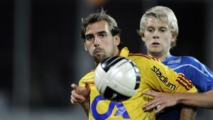 Joel Riddez i gul Djurgården-tröja i en match i allsvenskan 2011.