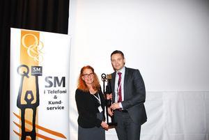 Helen Ståhl, kundservicechef för DHL i Ljusdal och vd Ted Söderholm var på plats i Stockholm för att ta emot priset.