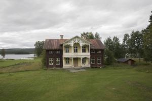 På gården finns ett äldre hus som Harry ser som ett framtida projekt. Idag finns dock inte någon tid.
