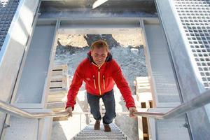 Anders Östring i toppen av den nya fyrstolsliften som enligt honom