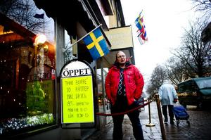 Joakim Andersson anser att kommunen bryter mot kommunallagens likställighetsprincip. Detta genom att ta ut olika avgifter när någon vill hyra mark i Borlänge centrum.