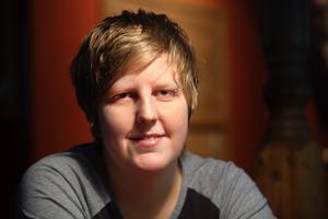 Caroline Roos vann SM-guld individuellt och EM-guld i lag under säsongen 2012/2013. Ett facit som ledde till att hon i går utnämndes till den säsongens biljardspelare i Sverige.