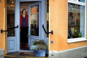 Mikaela Ramberg från Garpenberg har öppnat blomsterhandel mitt i Säter.