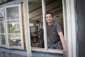 Mariwan Mustafa storsatsar på både själva serveringen och menyn. Rosa Pantern kommer att öppna i mitten av juli - men inte längre bara som en pizzeria.
