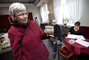 – Svampen är alltså från tiden före Tjernobyl och jag tycker att det kan passa bra att gräva ner den. Det blir på något vis ett avslut, säger Kersti Åresund.