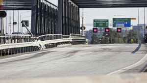 Motorvägsbron i södergående riktning är obrukbar sedan i midsomras.