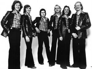 Forbes - årgång 1975. Forbes bildades av Peter Forbes 1974 och bestod då av Peter Forbes, Roger Capello, Claes Bure, Peter Björk, Anders Hector och Chino Mariano.