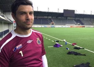 Emil Hedvall slutar i allsvenska Gefle IF för att satsa på civil karriär och familjen. Han kommer dock spela vidare i division 4.
