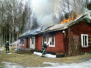 Huset var helt övertänt när räddningstjänsten kom till platsen.