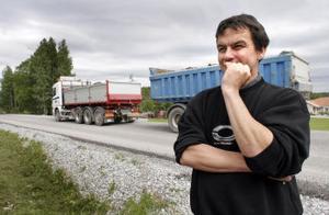 —I snitt har jag räknat ut att det går förbi en lastbil var femte minut, säger Jonas Toft.
