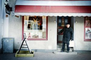Alma Nilsson Café är i dag det enda som finns kvar av alla de många caféer, bagerier och konditorier som förr fanns i centrum. Hit kommer Bengt Persson gärna för att uppleva gamla caféminnen.