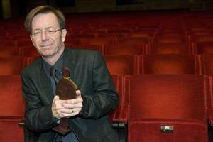 """KULTURSIDAN I MORGON: Därför är hans vinnarroman så storartad!Överväldigad. Steve Sem-Sandberg var märkbart tagen efter Augustgalan där hans bok """"De fattiga i Lodz"""" vann tyngsta klassen."""
