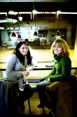 ANNORLUNDA FÖRR.Madelene Röde och Katarina Forsberg är gamla gymnasiekompisar från Gävle. De tycker att det är trevligt med många caféer  i centrum och minns att det var annorlunda när de själva var tonåringar.