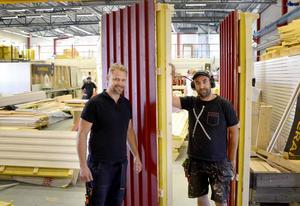 Peter Stenquist och Joakim Moxén äger företaget Paralox som tillverkar färdigisolerade väggblock som enkelt går att montera ihop.