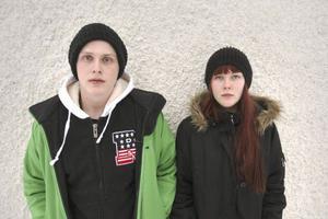 Max och Melina Engelmark är luttrade av de olika turerna kring vården av deras mamma.
