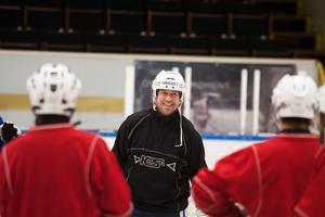 Jonas Hildén trivs med sin nya roll som målvaktstränare i Västanfors.