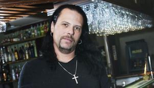 Anders Glad bokade tunga hårdrocksbandet Hysterica till premiären för nya klubben Metallkrysset.