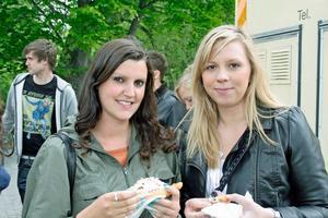 Langos hör till. Kristin Öijer och Elin Allberg. Hittills har de sett Mohlavyr. Helt ok, tycker Elin.