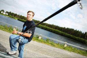 Bo-Yngve Nilsson, som tidigare varit engagerad i Älvräddarna, är ny sportfiskeambassadör i Jämtland och Västerbotten. Den viktigaste frågan som han driver är att jobba för att det ska finnas möjligheter för fisken att vandra förbi alla länets kraftverk.