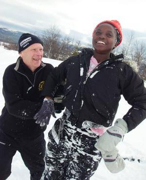 – Jag älskar skidåkning, jag står bara inte ut med snön! säger Pamela Kaimbi som provade på skidåkning för första gången.