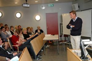 brott och straff. Det handlade både om strafflängder och nedladdning av musik då Thomas Bodström (S) besökte Högbergsskolan i Tierp.