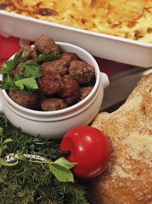 Julskinka, Janssons frestelse och köttbullar är det få som kan undvara. I år skruvar vi recepten något mot nya spännande smaker. Foto: Dan Strandqvist