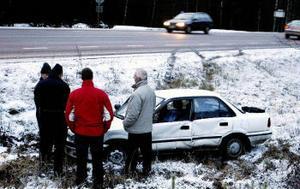 Bilisten hävdar att han prejades av vägen och ner i diket på andra sidan.