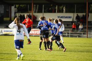 ÖDFF firar Caroline Röstlunds 2–0-mål.