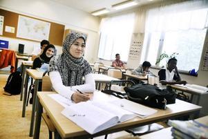 Sedighe Naseri lärde sig bokstäverna som används i Sverige när hon läste engelska i Iran.– Men här har jag fått lära mig Å, Ä och Ö, säger hon.