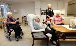 Varken Gunni Hadin, Dagny Olsson eller Ruth Hofrén som bor på äldreboendet Ängslyckan har fått syn på den lilla tjuven.